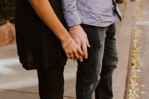 """29χρονη Στέφη: """"Απατώ το αγόρι μου με δεσμευμένους που δεν θέλω να χωρίσουν για να μπορώ να είμαι μαζί τους"""""""