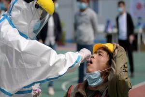 «Η Κίνα έκρυψε τον κορωνοϊό τις πρώτες εβδομάδες από τον ΠΟΥ» - Χαμός με το δημοσίευμα του Associated Press