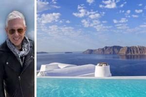 Τάσος Δούσης: Τα καλύτερα ξενοδοχεία & Airbnb στην Σαντορίνη