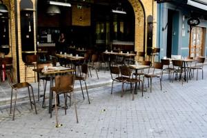 Άρση μέτρων: Οι εσωτερικοί χώροι στην εστίαση άνοιξαν αλλά... θέλει δουλειά