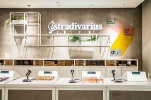 """""""Ουρές"""" στα Stradivarius για το must have πέδιλο του καλοκαιριού"""