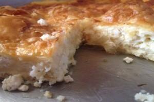 Λαχταριστή τυρόπιτα με 4 τυριά και σόδα - Εύκολη συνταγή