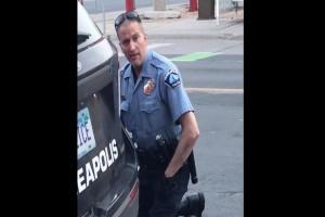 Απίστευτο: Ο αστυνομικός-δολοφόνος του Τζορτζ Φλόιντ είχε σηκώσει όπλο σε ανήλικους