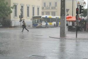 Καιρός σήμερα: Βροχές και καταιγίδες - Πού θα είναι έντονα τα φαινόμενα;