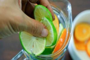 Νερό με λεμόνι και άλλα 3 υλικά - Η κοιλιά σας θα αλλάξει σε 60 δευτερόλεπτα
