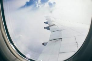 """""""Πόλεμος"""" με αεροπορικές εταιρείες για... Μύκονο: Πτήσεις με 44 ευρώ αλλά και με 165 ευρώ"""