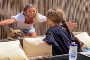 43χρονη μητέρα συναντά τις κόρες της έπειτα από 63 ημέρες λόγω του κορωνοϊού - Συγκλονιστικό βίντεο