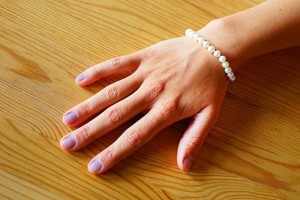 Τα νύχια σας έχουν χάσει το χρώμα τους; Είναι σημάδι ότι...