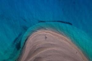 Η παραλία στο σποτ για τον τουρισμό είναι ένα βήμα από την Αθήνα - Μονοήμερη απόδραση