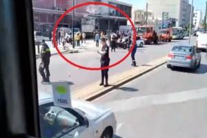 Κλειστή η Πειραιώς: Φορτηγό έκανε «ντου» σε μαγαζί