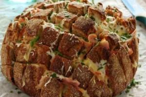 """Αφράτο ψωμί """"τράβα-τσίμπα"""" - Η πιο νόστιμη συνταγή που την κάνετε μόνοι σας στο σπίτι"""