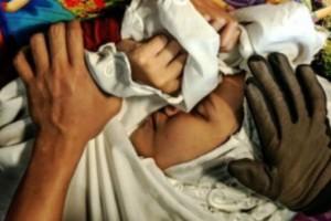 Βασάνισαν και σκότωσαν 10χρονη κατά τη διάρκεια «θεραπείας πίστης»