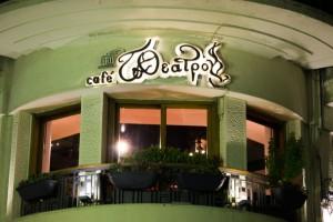 To Theatron: Το ψαγμένο καφέ στο κέντρο του Πειραιά που θα κάνεις στέκι!
