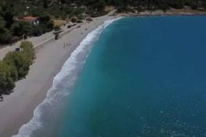 Παράδεισος: Η βοτσαλωτή παραλία μόλις μια ώρα από την Αθήνα (Video)