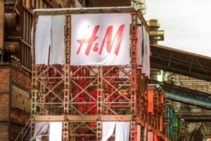 H&M: 30 ευρώ γι' αυτή την ψηλόμεση παντελόνα!