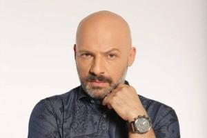 """Νίκος Μουτσινάς: """"Δεν θεωρώ ότι είναι κάτι """"διαφορετικό"""" αυτό που είμαι"""" - Σπάει την σιωπή του στα 43 του χρόνια"""