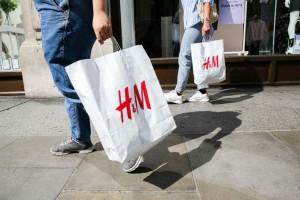 Ξεπουλάνε στα H&M - Αγόρασε φόρεμα μόνο με 8,99 ευρώ