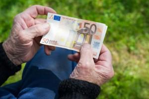 Αναδρομικά συνταξιούχων: Ποιοι κερδίζουν, ποιοι χάνουν - Δείτε παραδείγματα (Video)