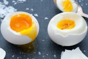Μεγάλος κίνδυνος- Για αυτό τα αυγά πρέπει να μαγειρεύονται μέχρι το ασπράδι και ο κρόκος να στερεοποιηθούν