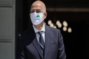 Έπος: Ο Δένδιας πήγε σε συνάντηση... με μάσκα Παναθηναϊκού