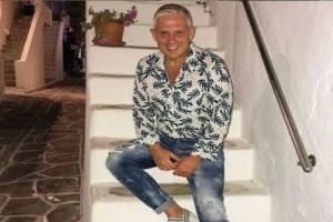 """""""Είσαι απ' αυτούς που..."""": Το απίθανο περιστατικό με θαυμάστρια του Τάσου Δούση στην Κέρκυρα!"""
