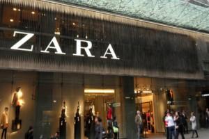 Zara: Εκπτώσεις -75% - Μόνο με 5,99 ευρώ ένα μαύρο σικάτο φόρεμα