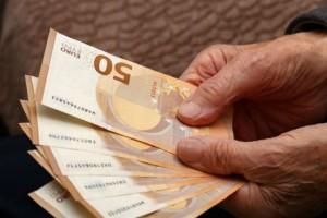 Συντάξεις: Αυξήσεις έως και 150 ευρώ το μήνα για 400.000 συνταξιούχους