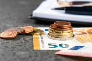 Επιδόματα: Όλες οι ημερομηνίες για τις πληρωμές (Video)
