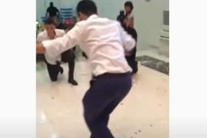"""36χρονος γαμπρός χορεύει ζεϊμπέκικο και """"τρελαίνει"""" τους πάντες"""