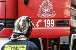 Φωτιά σε σχολικό στην εθνική οδό Αθηνών-Λαμίας