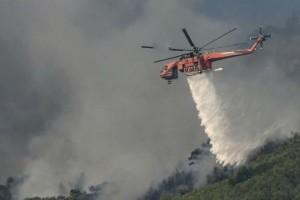 Φωτιά στη Βάρη - Εκκενώνονται τα παιδικά χωριά SOS