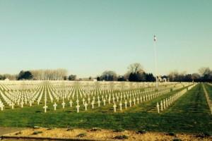 Θα πάθετε σοκ: Δείτε τι τράβηξε με την κάμερα του ένας 14χρονος σε νεκροταφείο πολέμου