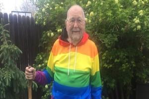 90χρονος παππούς αποκάλυψε το κρυφό μυστικό του μετά από χρόνια - Η κόρη του δεν πίστευε ότι...