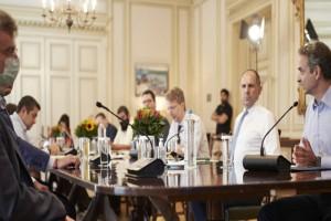 Κορωνοϊός: Ανησυχία και συσκέψεις στην Κυβέρνηση για νέα μέτρα
