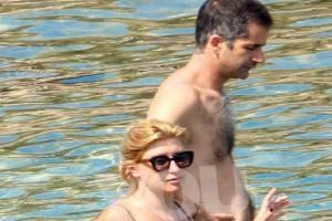 Σία Κοσιώνη: Η φωτογραφίες από την παραλία πρόδωσαν την... εγκυμοσύνη της!