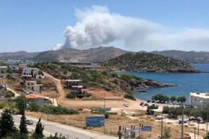 Φωτιά στο Λαύριο: Συγκλονίζουν βίντεο από το σημείο