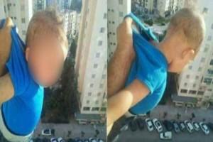 Αδιανόητο: Κρέμασε το 15 μηνών μωρό του από το μπαλκόνι και είπε πως «ή θα πάρω 1000 like ή θα τον πετάξω απ' το μπαλκόνι»