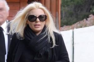 Αννίτα Πάνια: Τραγική κίνηση του Νίκου Καρβέλα στην κηδεία του πατέρα της!