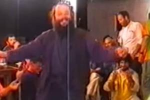 """47χρονος παπάς χορεύει τρομερό ζεϊμπέκικο και """"γράφει"""" ιστορία"""