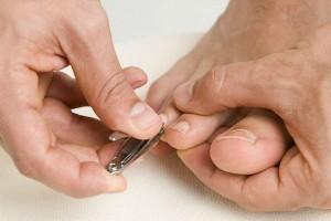 Κόβετε τα νύχια των ποδιών σας στρογγυλά; Σταματήστε το αμέσως!