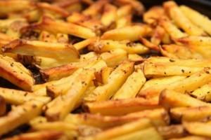 Σωστό δηλητήριο! Δείτε τι θα συμβεί στον οργανισμό σας αν ξαναζεστάνετε αυτές τις 7 τροφές