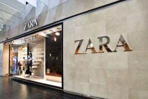 """""""Πανικός"""" στα ZARA για το πλεκτό φόρεμα με βολάν που θα σε κάνει την απόλυτη σταρ του καλοκαιριού"""
