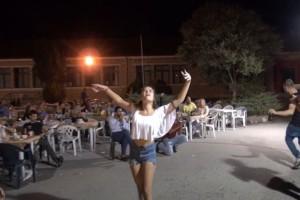 Το ζεϊμπέκικο κοπέλας σε γλέντι που έκανε τους άνδρες να γονατίσουν - Λεβέντισσα