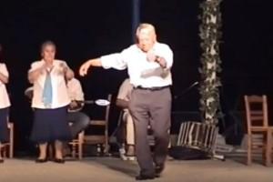 """90χρονος παππούς χορεύει λεβέντικο ζεϊμπέκικο και """"ρίχνει"""" το διαδίκτυο"""