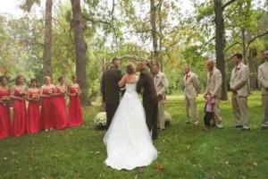 Ραγίζει καρδιές: Ο πατέρας της νύφης διέκοψε το γάμο και έφερε τον...