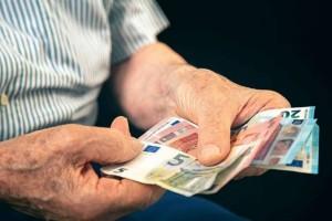Συνταξιούχοι: Ποιοι θα πάρουν 13η σύνταξη φέτος