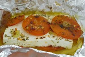 Βάζετε μέσα στο αλουμινόχαρτο ντομάτα μαζί με φέτα και το ψήνετε; Μεγάλο λάθος