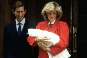 """Η πριγκίπισσα Νταϊάνα γέννησε με... - """"Χαμός"""" στο Buckingham"""