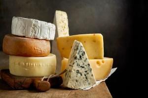 Αν τρως κάθε μέρα μαζί με το φαγητό σου ένα κομμάτι τυρί θα...