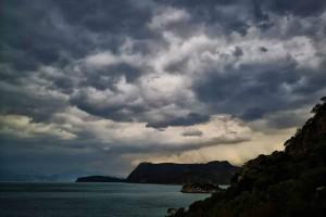 Αλλάζει το σκηνικό του καιρού: Βροχές, καταιγίδες έως και χαλάζι